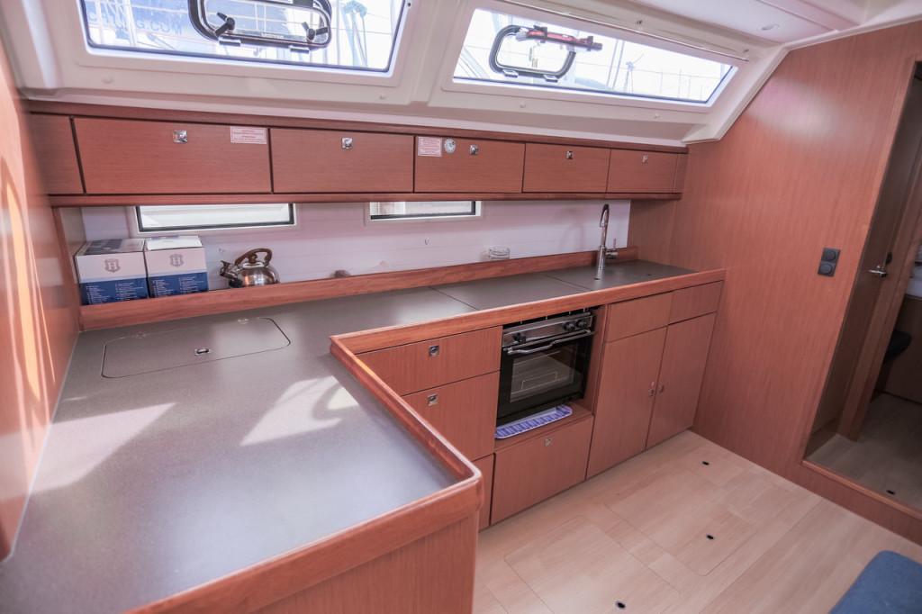 Bavaria Cruiser 46, Moa SPA (sat)