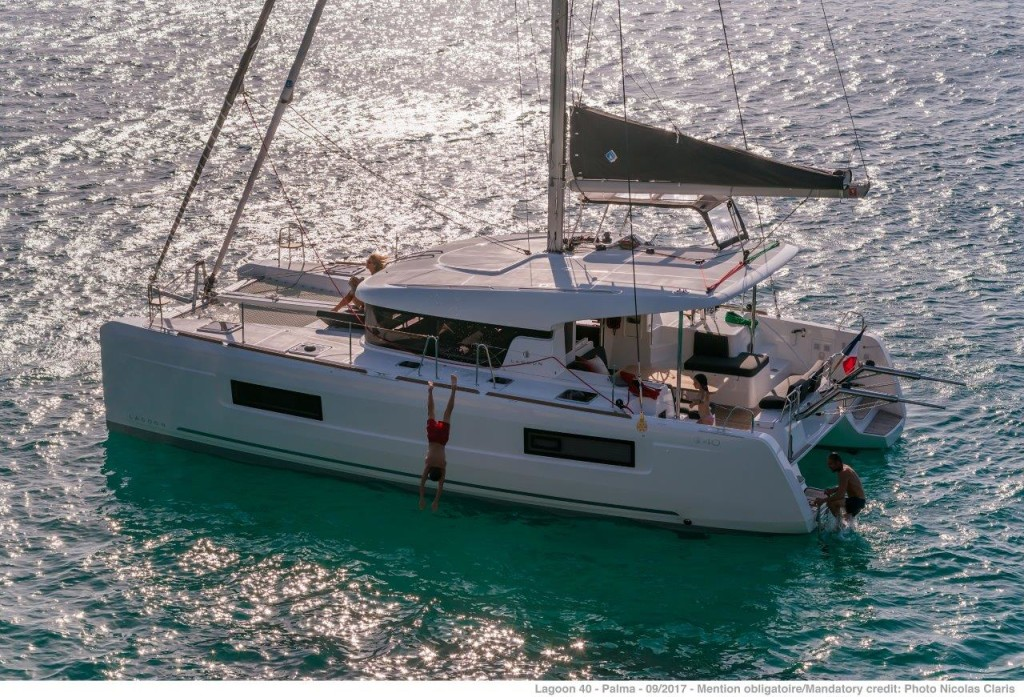 Lagoon 40, Nathalie (SUNDAY - Cabin charter) starboard bow