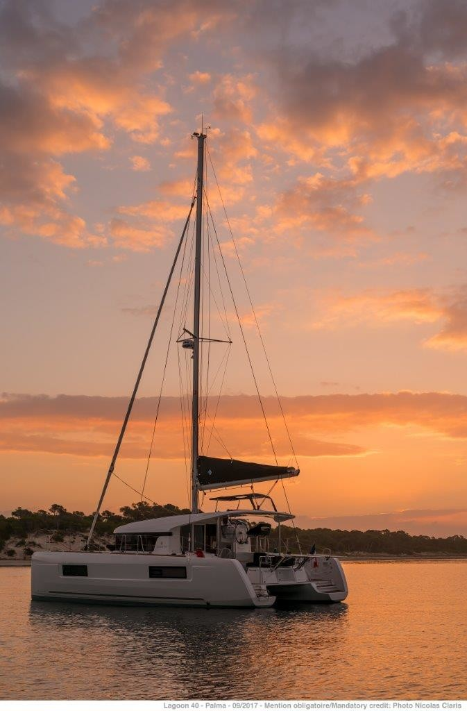 Lagoon 40, Pito  (Cabin charter) starboard bow