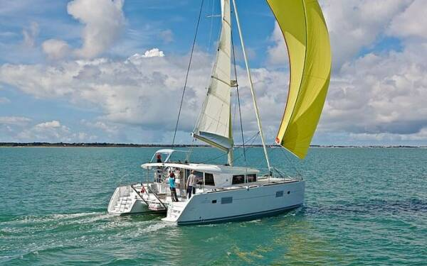 Lagoon 400 S2 Treanne (Cabin charter) starboard bow