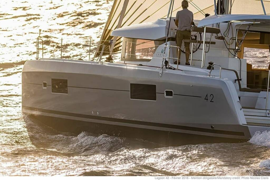 Lagoon 42, Independent