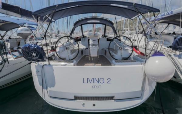 Sun Odyssey 449, Living 2
